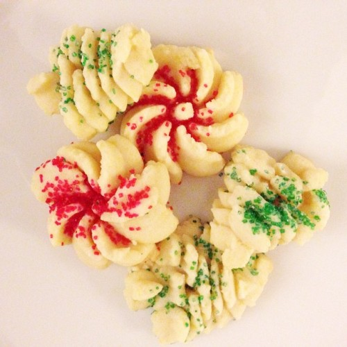 cream cheese spritz cookies recipe || suddenly inspired blog